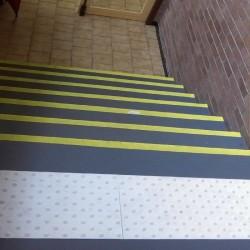 Dalle podotactile auto-adhésive blanche Watelin intérieure 1350 x 400 mm
